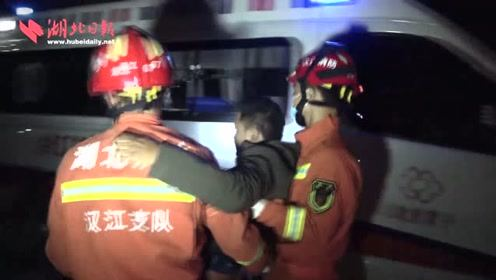 大货车追尾搅拌车 潜江消防员20分钟连救4人