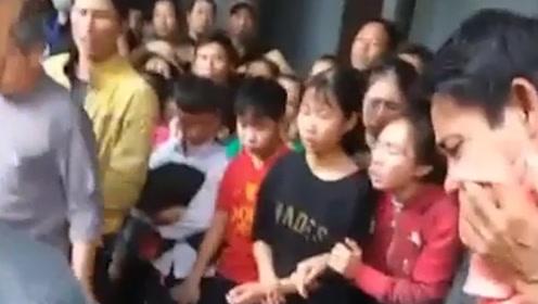 悲痛!英货车藏尸案首批16具遇难者遗体运回越南 亲友现场泣不成声