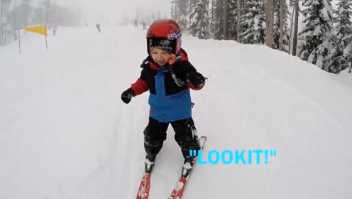 3岁小萌娃第一次和爸爸去滑雪,小肉球各种翻滚,摔倒了都不哭