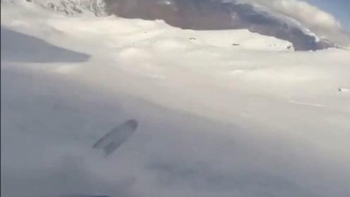 惊心动魄! 男子格鲁吉亚滑雪突遇雪崩 镇定应对化险为夷