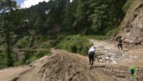 难怪说尼泊尔是最落后国家之一,农村的路,相当于中国哪个年代?