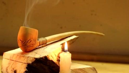 用木块制作一个烟斗,这作品称得上是艺术品,太精美了
