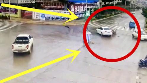 摩托车男子低空飞行,三秒后当街起飞,回看监控家人瞬间崩溃!