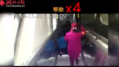 老母亲与残疾儿子摔倒 十秒4人救助!