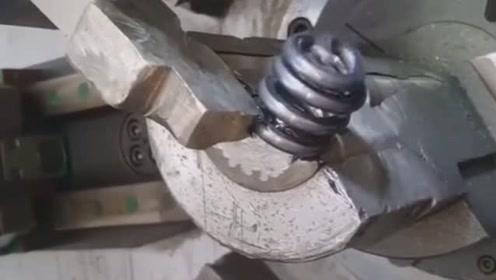这是做什么用的弹簧,全程都是用机器制作出来的,果然科技是第一生产力!