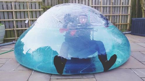 在水气球里待24小时会怎样?老外大胆挑战,你猜结果怎么着!