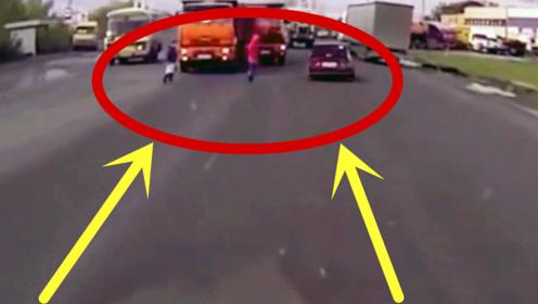 红衣男子在大货车面前挑衅,一个箭步过去,同伴落单了!