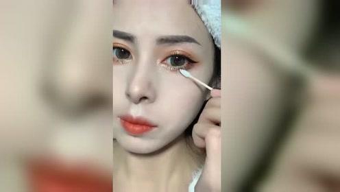 闺蜜教我画现在最流行的网红大眼妆,这不就是我晕妆后的效果,还用学吗?