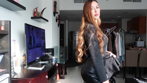 黑色毛衣加荷叶边皮裙,搭配黑色风衣