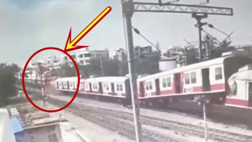 见多了车祸现场,火车相撞还是第一次见,监控拍下全过程