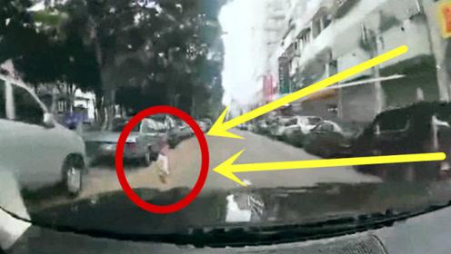 2岁男童突然冲出,司机猛踩刹车为时已晚,父母留下一生的伤痛!