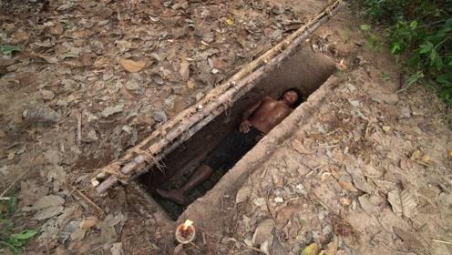 牛人用原始技能,建造了一个隐藏的地下豪宅,进入方式很特别!