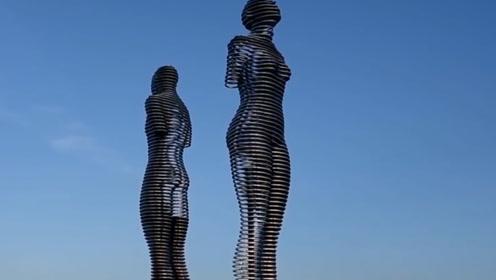 """世界上最""""虐""""的雕像,每天只有晚上7点才能与另一半相遇"""