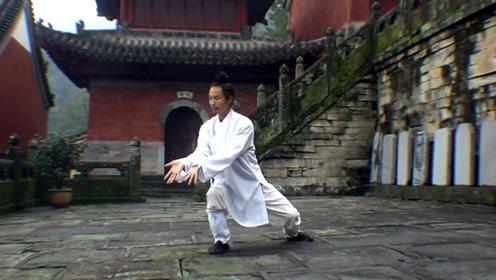 中国轻功第一高人,凌空踢翻高处的水瓶,武术堪比动作电影!