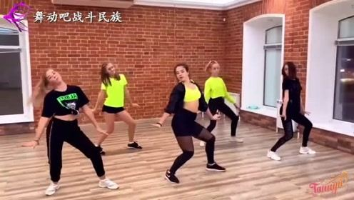 精彩!俄罗斯女孩的街舞排练,领舞的每一个动作都堪称完美