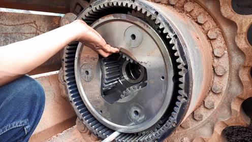 挖掘机履带式靠什么驱动的,拆开驱动轮看看,长见识了