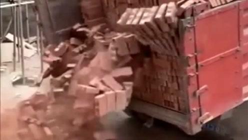 让司机拉了一车砖,没想到结局会这样,工钱还想不想要了?