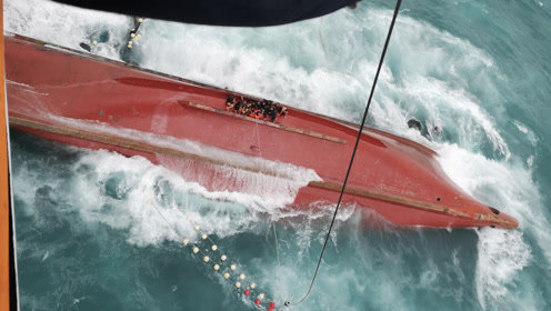 搜救现场!一渔船在厦门海域遇险翻沉 13人获救4人失踪