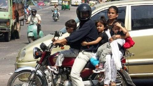 印度游客炫耀:我们人人都买得起摩托车,你们中国可以吗?