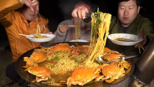 超大的六人份螃蟹拉面,一家三口能全部吃完,这是什么胃容量