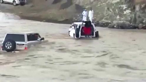 不要命的司机,不是视频谁会相信!没被冲走算你命大