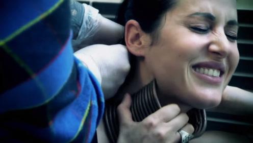 """女子为追求""""天鹅颈"""",用环固定脖子5年,结果取下后众人懵了"""