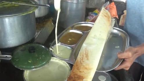 印度街头最长的煎饼,印度阿姨制作起来很是费力