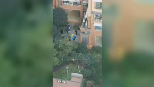 突发!自贡一保洁阿姨31楼坠落引围观 现场拉起警戒线