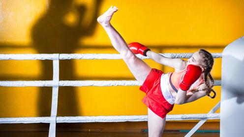 长腿大美女回旋飞踢,直接踹晕搏击猛男!