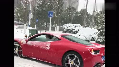 跑车好是好,但一到下雪天就这样,这可能就是我不想买跑车的原因