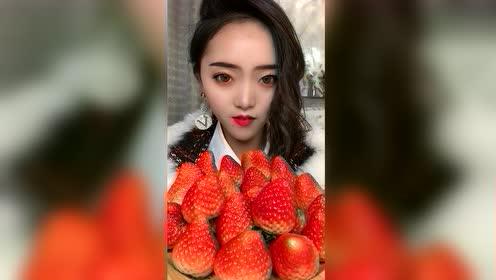 美食吃播:大草莓好甜