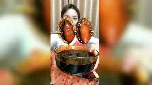 吃鲍鱼还是爆辣的好吃,这吃货姐太会吃了