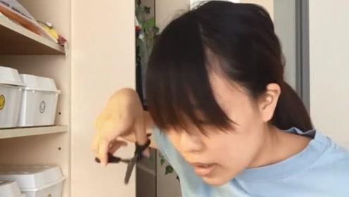 高中妹子自己在家动手剪刘海,瞬间变的俏皮又可爱!