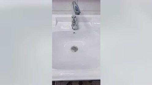 听说有钱人现在都不用蓝泡泡清洁剂改用这个了,我买回来试用...
