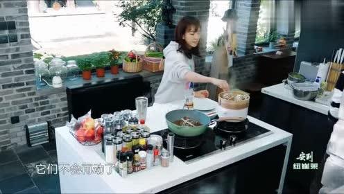 幸福三重奏花絮:陈意涵正准备做饭,大螃蟹却突然动了!吓坏了