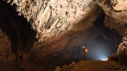 洞穴探险者发现世界级天坑群:常有落石把人砸晕,但欲罢不能