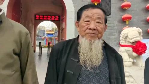 吴桥不愧是杂技之乡,这几位都有自己的拿手绝活,好像看他们表演!