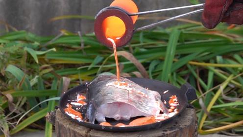 小伙想到吃鱼新方式,用1000度铜水烤鱼,鱼:我不要面子的?
