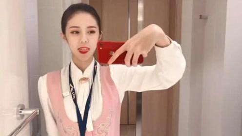女空姐自拍视频,真是爱臭美的姑娘!