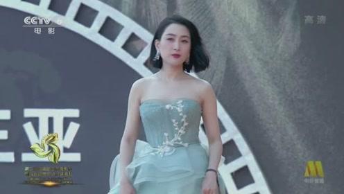 马苏靓丽造型亮相电影节闭幕式,网友:很少女!