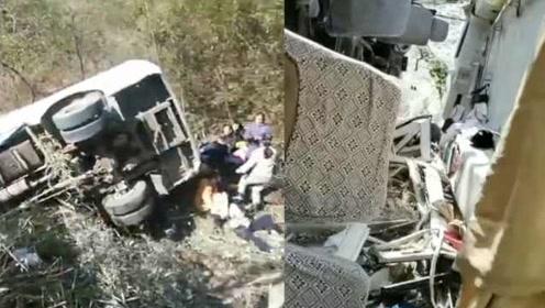 突发!湖南载22人旅游客车翻下山谷:已致1人死亡5人受伤
