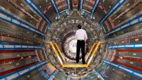 他将头伸入粒子加速器中,看到比阳光强数千倍的亮光,创造了奇迹