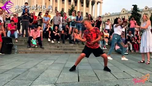 """这是我见过最""""硬核""""的街舞男孩!一套高难""""地板动作""""征服全场"""