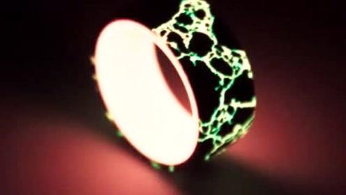 一开始以为这是一枚普通的戒指,关灯后我彻底被惊艳了,佩服!