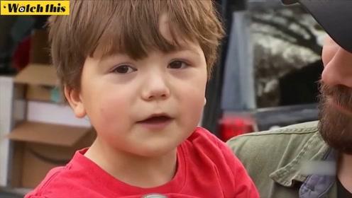 暖心一幕 先天只有半边心脏的小男孩为他人捐赠圣诞礼物