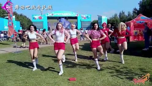 """原来战斗民族女孩也喜欢""""韩舞""""?网友:小粗腿跳舞还挺好看"""