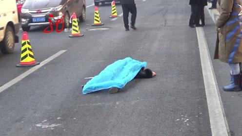 隔离护栏掰开了个口,行人横穿马路被撞身亡,附近就有过街天桥