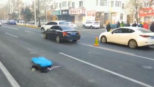悲剧!女子横穿马路被奔驰车撞倒身亡:百米内就有过街天桥