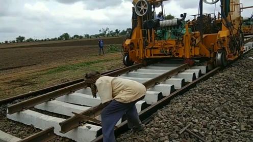 实拍印度修铁路过程,不黑不吹。你觉得相比中国如何?