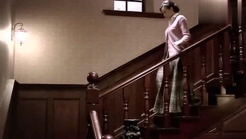 悬崖:妻子关心丈夫,给他缝衣服、烤鞋垫、端洗脚水,真贤惠!